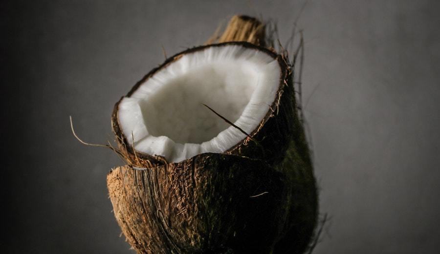 manfaat kelapa tua mentah