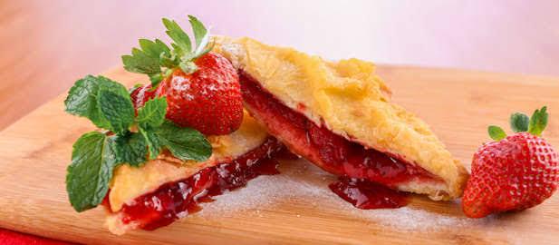 roti goreng strawberry